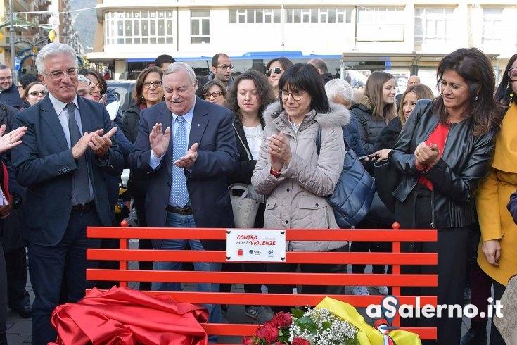 """La panchina rossa di Salerno: """"segno permanente di ripudio ad ogni forma di violenza"""" - aSalerno.it"""