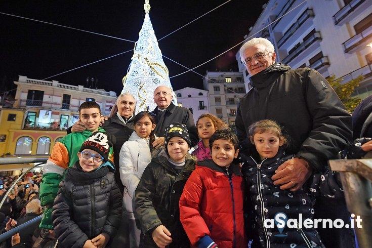 """Si accende il Natale, De Luca: """"Salerno trasmette umanità"""" - aSalerno.it"""