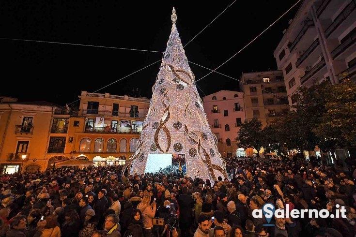 Tragedia ad Ancona: si spengono per 5 minuti le luci dell'albero e in piazza Flavio Gioia - aSalerno.it