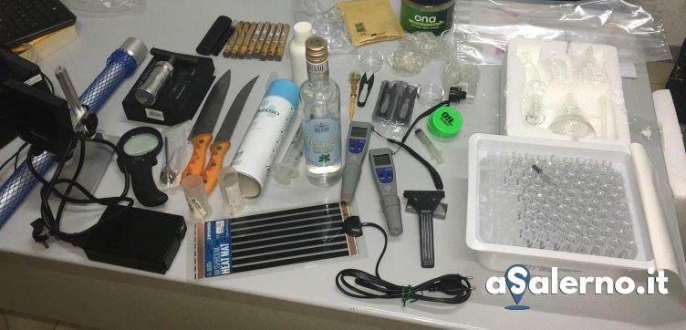Foglie e sostanze gelatinose: in casa un laboratorio per creare sostanze stupefacenti - aSalerno.it