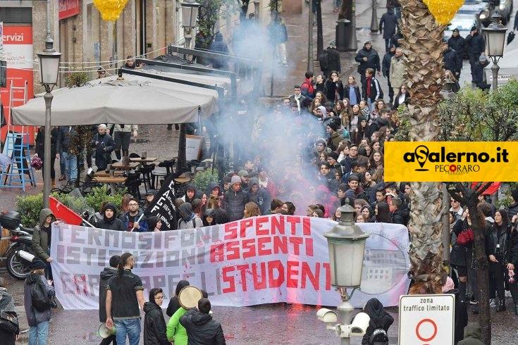 """Riapertura scuole, gli studenti: """"Campania non è regione che ci garantisce un futuro"""" - aSalerno.it"""