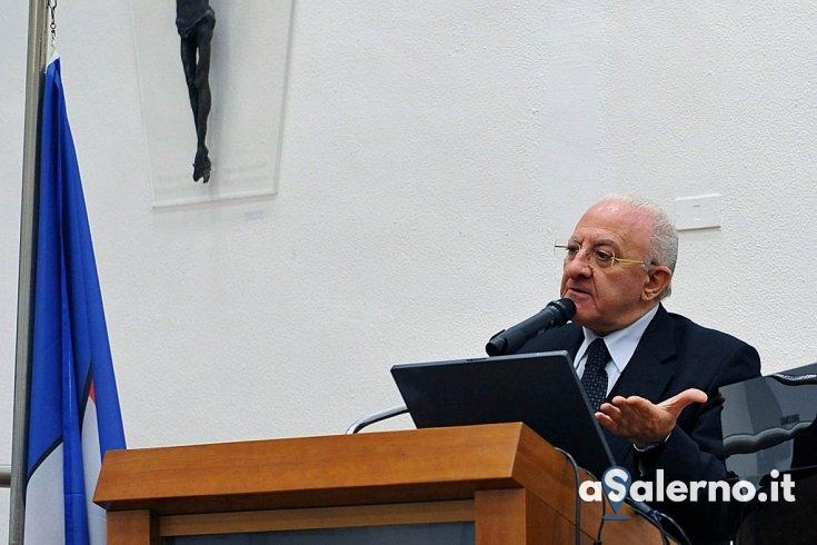 """De Luca non perdona: """"Imbecilli e irresponsabili stanno mandando persone all'ospedale"""" - aSalerno.it"""