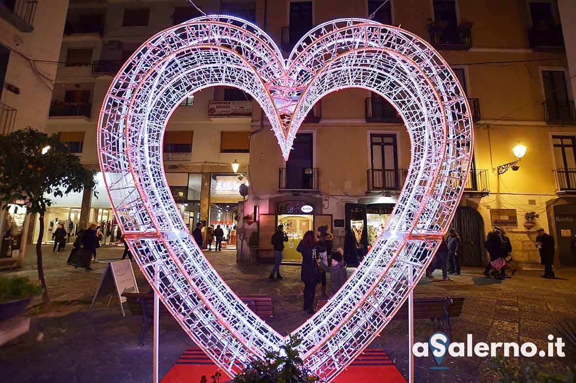 SAL - 14 02 2019 Salerno San Valentino nel centro storico. Foto Tanopress