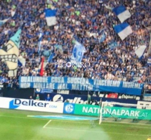 """La curva dello Schalke """"abbraccia"""" Matteo - aSalerno.it"""