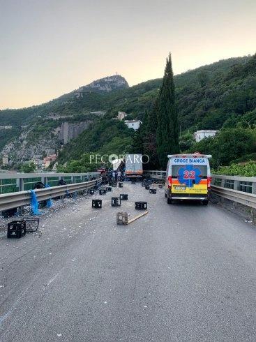 Ennesimo scontro sul Viadotto Gatto, impatto tir e auto: polemiche sulla sicurezza - aSalerno.it