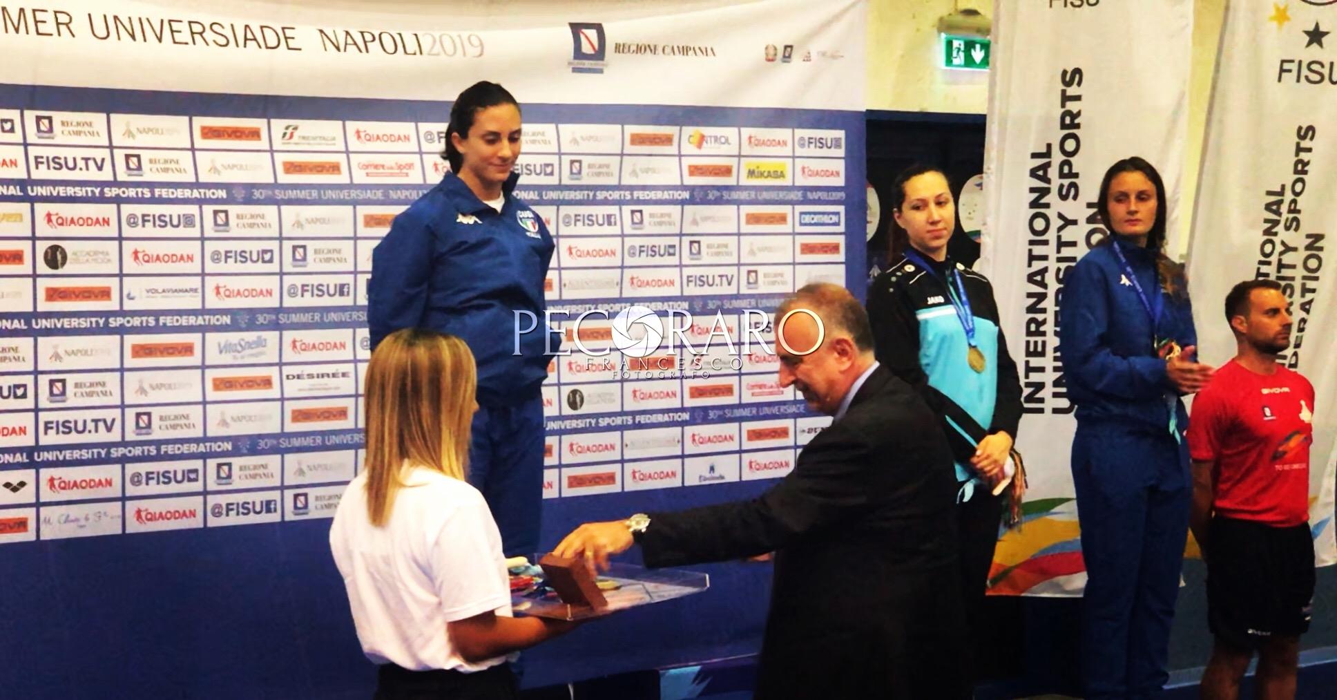 Lorenzo Lentini premia Erica Cipressa
