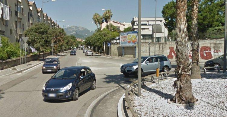 Municipale blocca venditore abusivo di frutta a Pastena - aSalerno.it