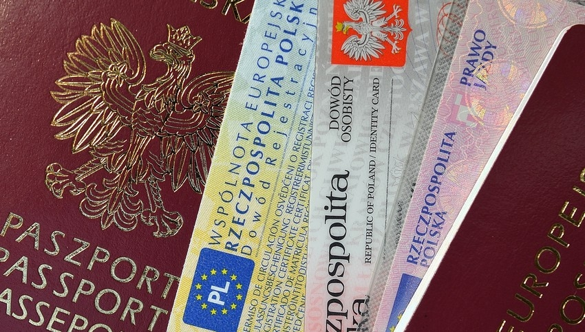 Ucraino Con Carta D Identita Polacca Falsa Girava L Italia Da Irregolare Scoperto A Battipaglia
