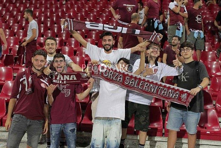 """La Salernitana chiama i suoi giovani tifosi: """"Con il Perugia studenti nei Distinti a 5 euro"""" - aSalerno.it"""