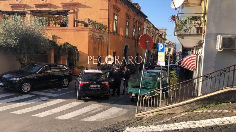 Tensione a Cava, aggredito un carabiniere: è caccia all'uomo - aSalerno.it