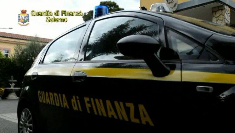 Spacciavano normale detergente per disinfettante: Finanza di Salerno sequestra oltre 3000 flaconi - aSalerno.it