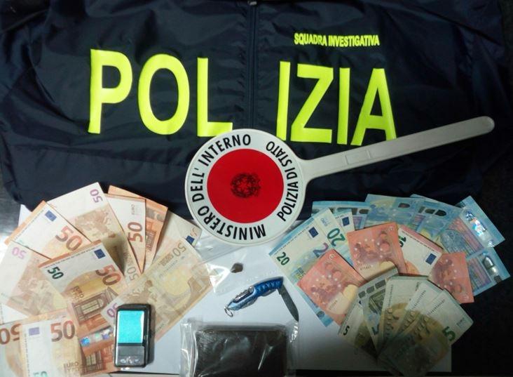 polizia hashish spaccio