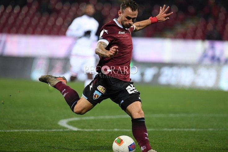 """Salernitana azzannata dal Cosenza: ribaltano """"Speedy Gonzales"""" Lombardi e Akpa Akpro (2-1) - aSalerno.it"""
