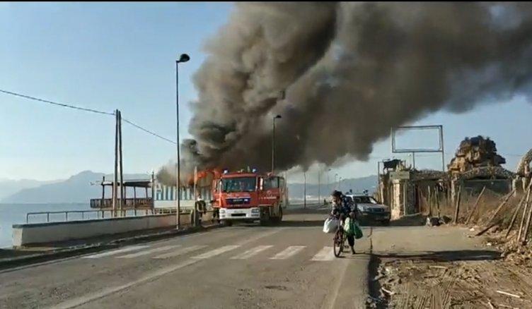 Incendio a Pontecagnano, distrutto uno stabilimento balneare - aSalerno.it