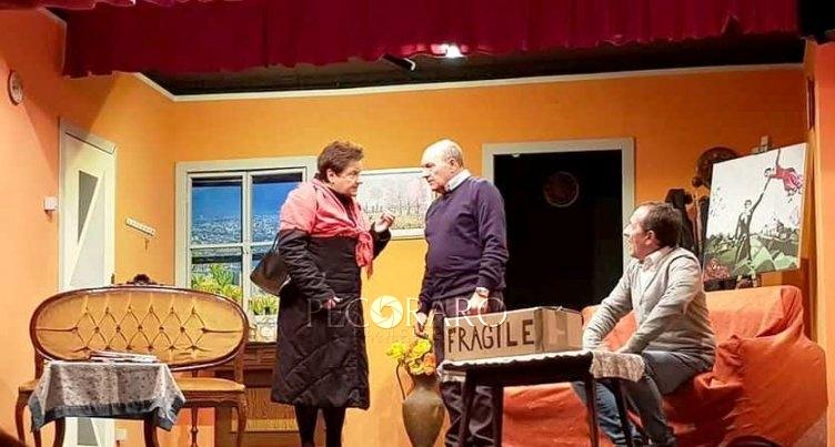 "Al Teatro Arbostella sorprese ed equivoci con i ""Regali sgraditi"" - aSalerno.it"