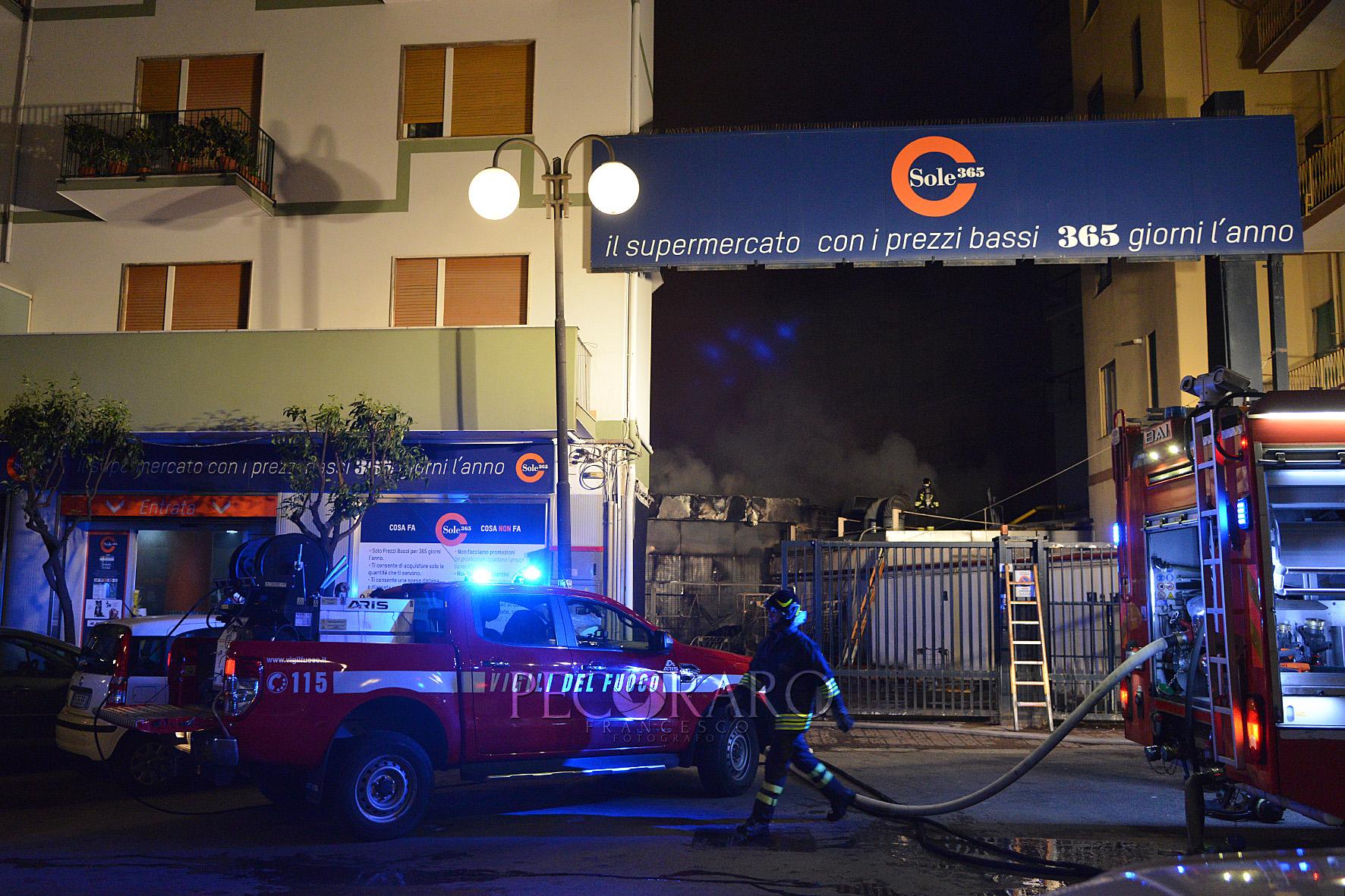 sal - 15 03 2020 incendio supermercato sole 365 via settimio mobilio