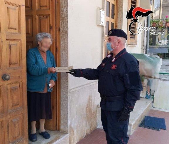 Auletta, 87enne non può andare alle poste: la pensione gliela porta il comandante dei Carabinieri - aSalerno.it