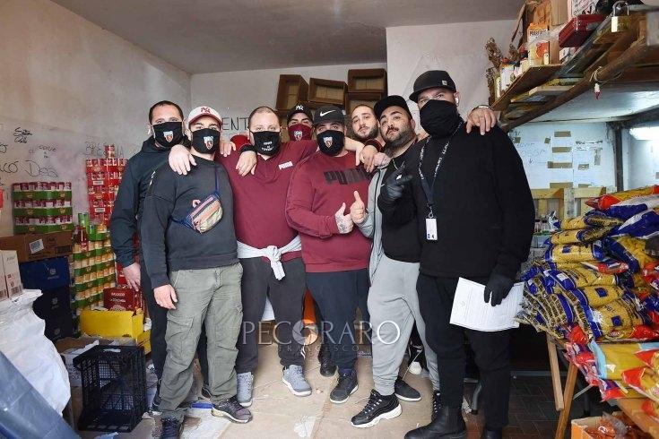 Il grande cuore dei ragazzi del Centro Storico, raccolta fondi per chi vive la crisi – REPORTAGE - aSalerno.it