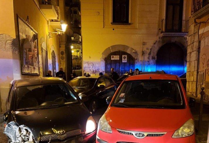Pazza notte a Salerno, 17enne scappa con l'auto: inseguimento con i carabinieri nel centro storico - aSalerno.it