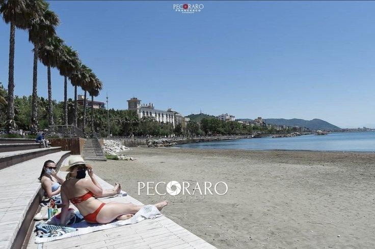 Ombrelloni pubblici a Salerno e spiagge libere: si apre il dibattito in città - aSalerno.it