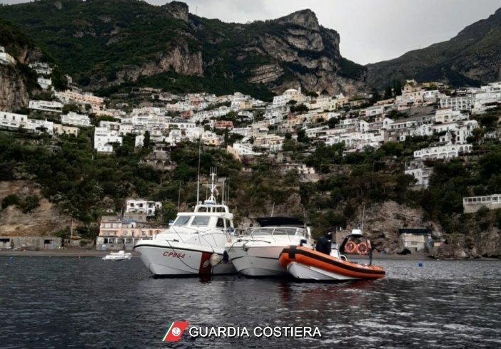 Positano, apparato motore imbarca acqua: Guardia Costiera salva tre persone - aSalerno.it