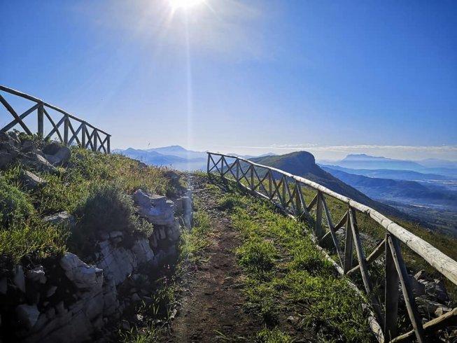 Di buon ora e ben distanziati, l'escursione nella Fase 2 è da sogno sul Monte Stella - aSalerno.it