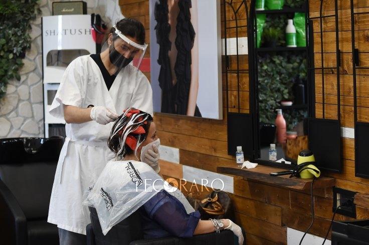 Salerno, parrucchieri ed estetisti a lutto in segno di protesta - aSalerno.it