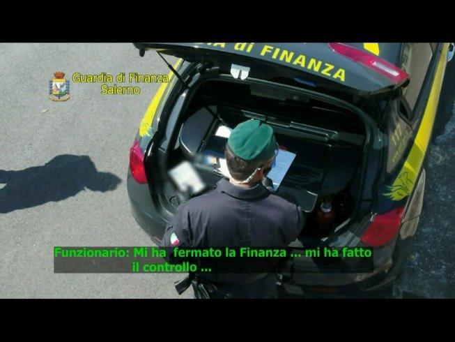 Corruzione, contrabbando, finti controlli: sporco giro d'affari scoperto al porto di Salerno - aSalerno.it
