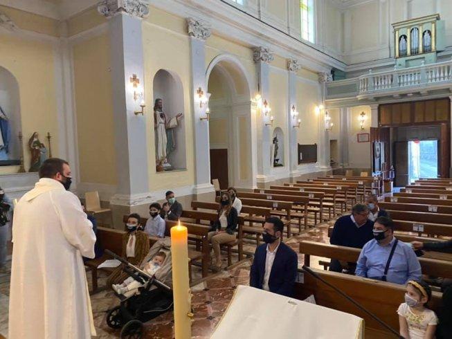 A Mercato San Severino il primo battesimo d'Italia dopo il lockdown - aSalerno.it