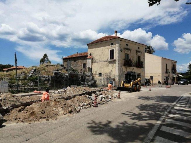 Incredibile a Paestum: Rifanno la linea elettrica, scoprono un accesso alla città antica - aSalerno.it
