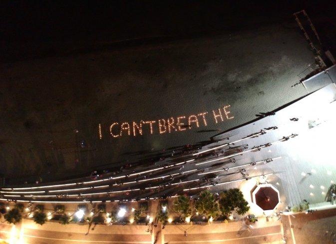 """Salerno, la spiaggia si accende con il messaggio """"i can't breathe"""" - aSalerno.it"""