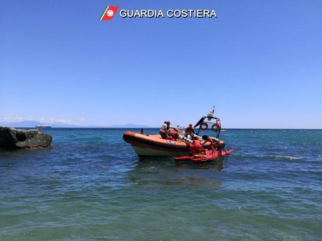 Scoglione a Vietri, malore in spiaggia per giovane - aSalerno.it