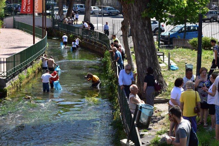 Volontari puliscono il Rio Palazzo a Sarno: raccolto un quintale di spazzatura - aSalerno.it