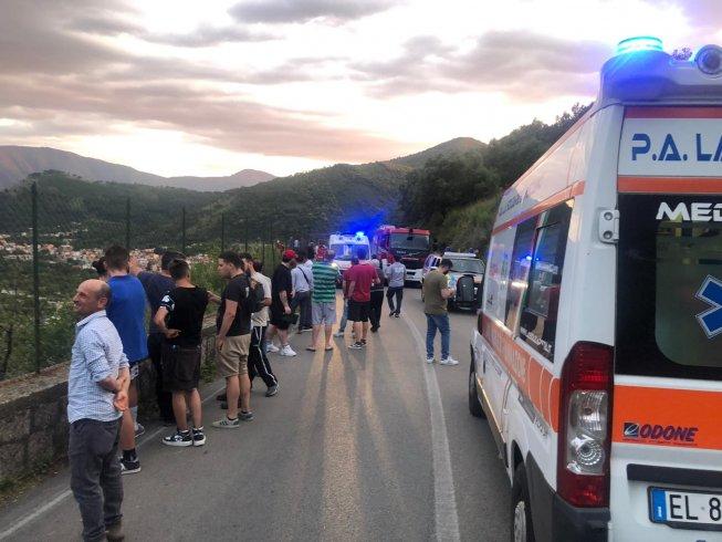 Auto in un dirupo tra Siano e Bracigliano - aSalerno.it
