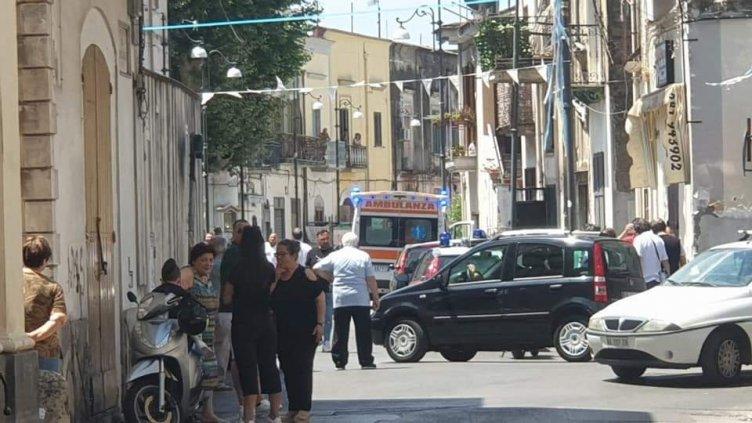 Calci e pugni in piazza Carresi, fermate alcune persone dai Carabinieri - aSalerno.it