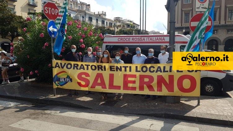 Sanità privata, protesta davanti la prefettura di Salerno per il rinnovo dei contratti - aSalerno.it