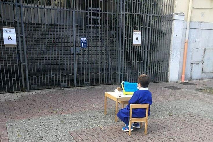 L'alunno di Salerno fa il giro del web. Domani genitori e allievi in protesta davanti alla Prefettura - aSalerno.it