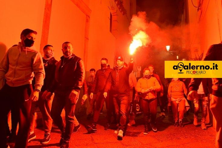"""""""Distrutti da chiusure e restrizioni"""", esplode la protesta a Salerno – LE FOTO - aSalerno.it"""