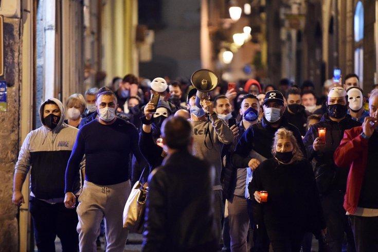 """Salerno, tutti in strada contro il lockdown: """"De Luca ora basta, vogliamo libertà"""" - aSalerno.it"""