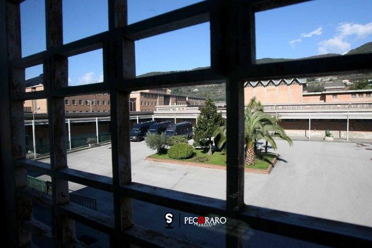 """Telefonini e droga nel carcere di Salerno, ecco tutto il """"sistema"""" dello spaccio - aSalerno.it"""