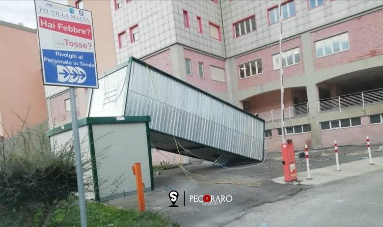 Ospedale di Sarno: danni alla tenda per il pre-triage Covid19 - aSalerno.it