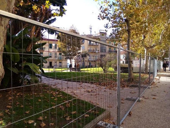 Trasformazione piazza Alario, area recintata: scoppia la polemica - aSalerno.it