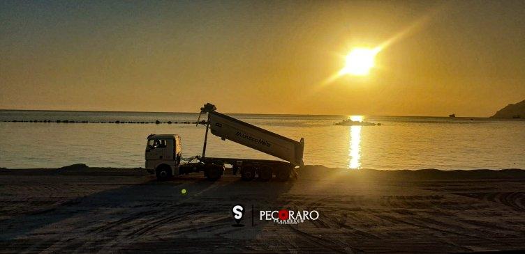 Continua a trasformarsi il fronte di mare di Salerno, ecco la sabbia bianca sul litorale - aSalerno.it
