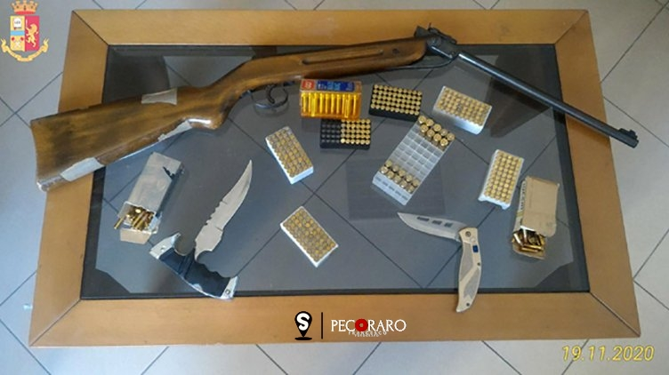 Droga e armi detenute illegalmente, denunciato 65enne - aSalerno.it