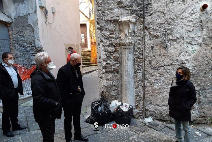 Rifiuti abbandonati nel centro storico, sopralluogo del Sindaco Napoli - aSalerno.it