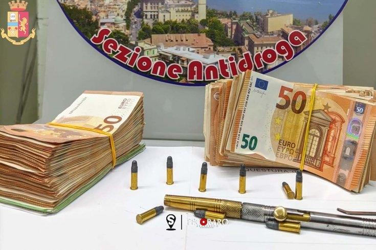 Pistola-penna e soldi nascosti in casa tra gli indumenti, arrestato un salernitano 52enne - aSalerno.it