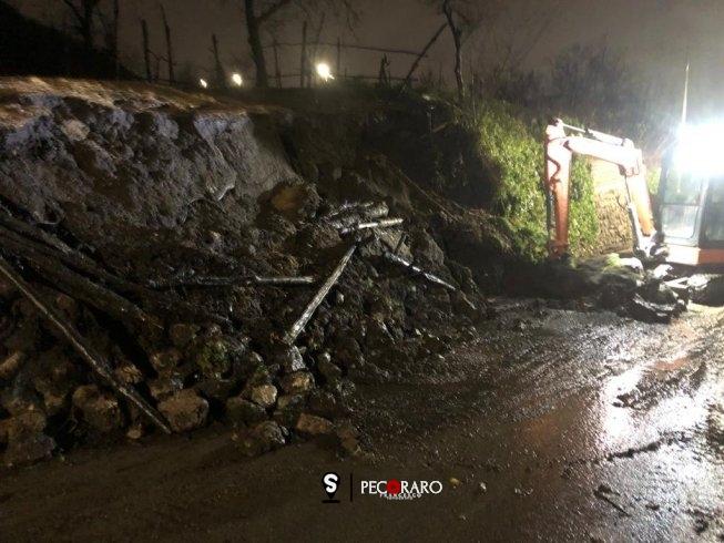 Corbara: smottamento della montagna a causa della pioggia - aSalerno.it