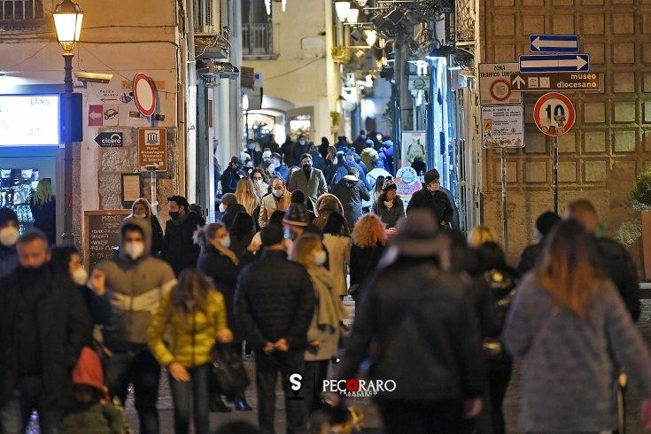 Nuova ordinanza in Campania: da domani chiuse ville, giardini, lungomare e piazze - aSalerno.it