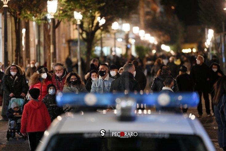 """Aria di """"normalità"""", Salerno respira un briciolo di quotidianità con lo shopping pre-Natale - aSalerno.it"""
