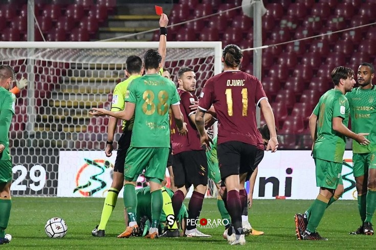 Salernitana, un rosso di troppo e 0 a 0 con il Pontedera (pt) - aSalerno.it